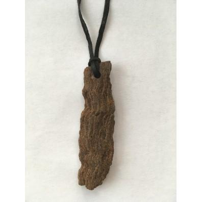 přívěšek vrtaný - zkamenělé dřevo
